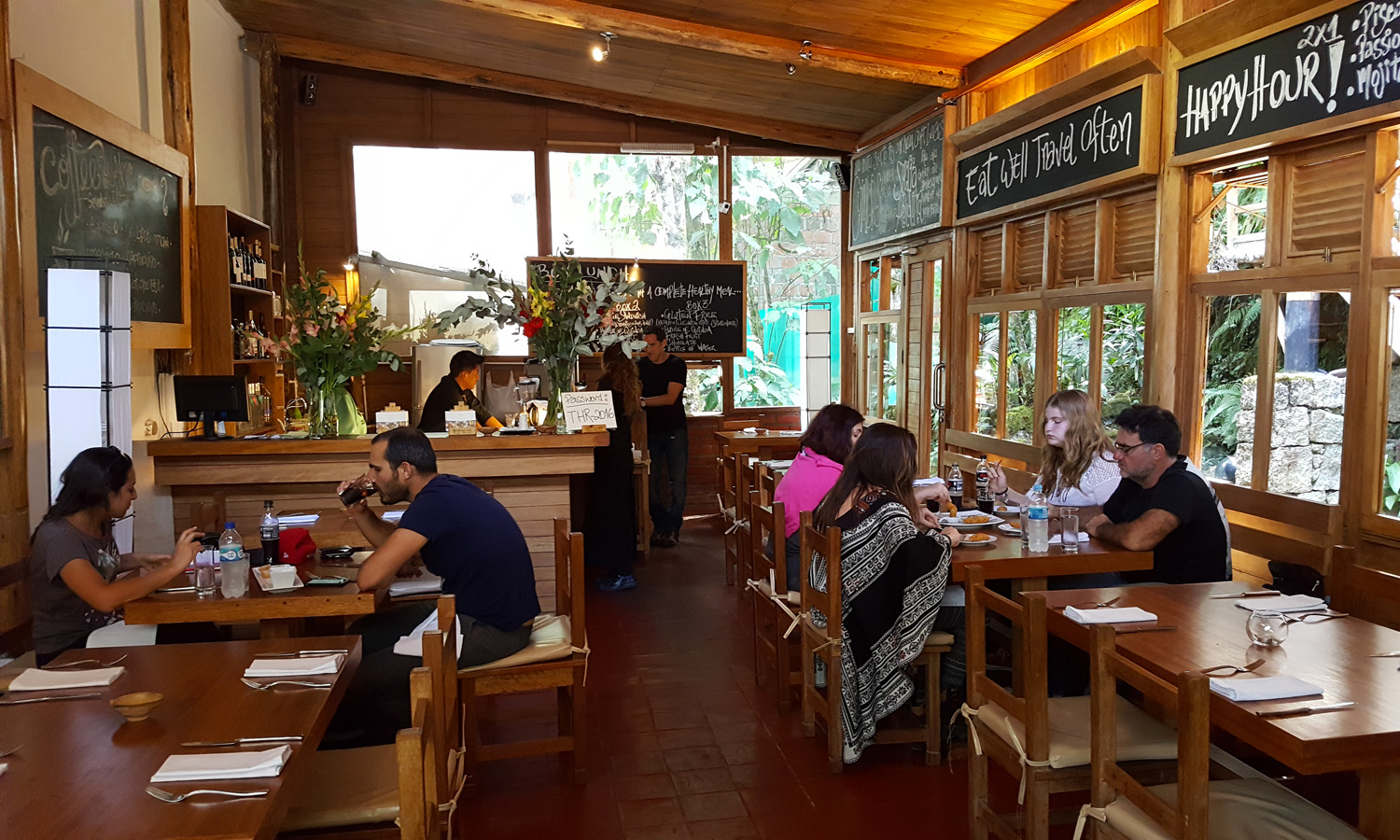 The tree house restaurant machu picchu for Home restaurant